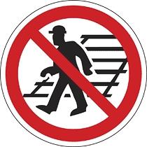 A vágányon átjárni tilos!