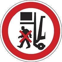 Rakodógép alatt tartózkodni tilos!
